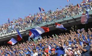 Supporteurs français dans les gradins de Roland-Garros lors du match de double des demi-finales de la Coupe Davis contre la République tchèque, le 13 septembre, 2014 à Paris.