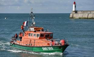 Un bateau de la SNSM aux Sables-d'Olonne, le 10 juin 2019, trois jours après le décès de trois sauveteurs.