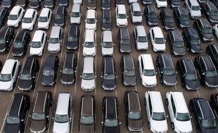 Illustration: Des véhicules neufs sur un parking d'usine automobile, dans la région de Kaluga, en Russie, le 24 septembre 2019.