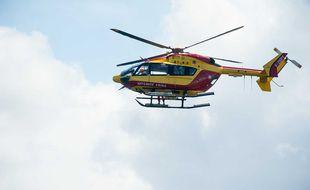 Un hélicoptère de la Sécurité civile « Dragon » utilisé par les sapeurs-pompiers en sauvetage