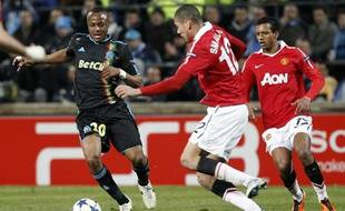 André Ayew face à Chris Smalling, lors du match de Ligue des champions entre l'OM et Manchester, le 23 février 2011.