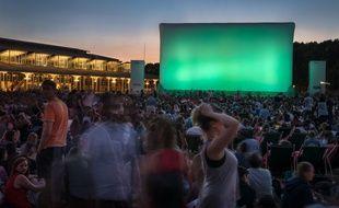 Le 18 juillet 2018, à Paris, quelques instants avant le début de la projection de «La La Land», à la tombée de la nuit, lors de la soirée d'ouverture de la 18e édition du festival Cinéma en plein air.