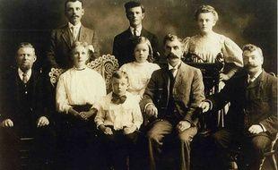 Jadis, les générations étaient tirées à quatre épingles et les moustaches savamment travaillées.