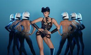 Viktoria Modesta dans le nouveau spectacle du Crazy Horse.