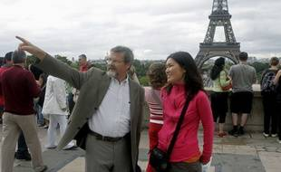 Un greeter parisien en pleine visite en août 2008.