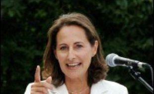 Ségolène Royal s'est posée dimanche en présidentiable, devant plusieurs milliers de sympathisants réunis en Bourgogne: abordant tous les sujets, nationaux ou internationaux, elle s'est voulue l'héritière de François Mitterrand et a appelé au rassemblement.