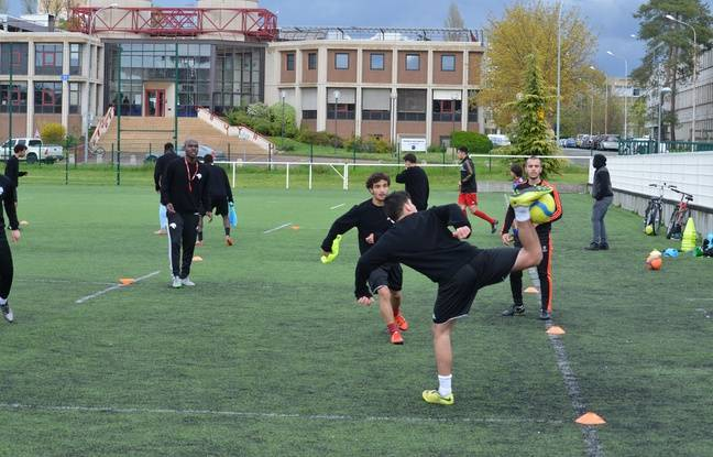 Les entraînements se déroulent trois ou quatre fois par semaine à la Doua à Villeurbanne.