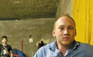 Aramis Costel, un Rom de 24 ans, a obtenu des papiers pour pouvoir travailler.
