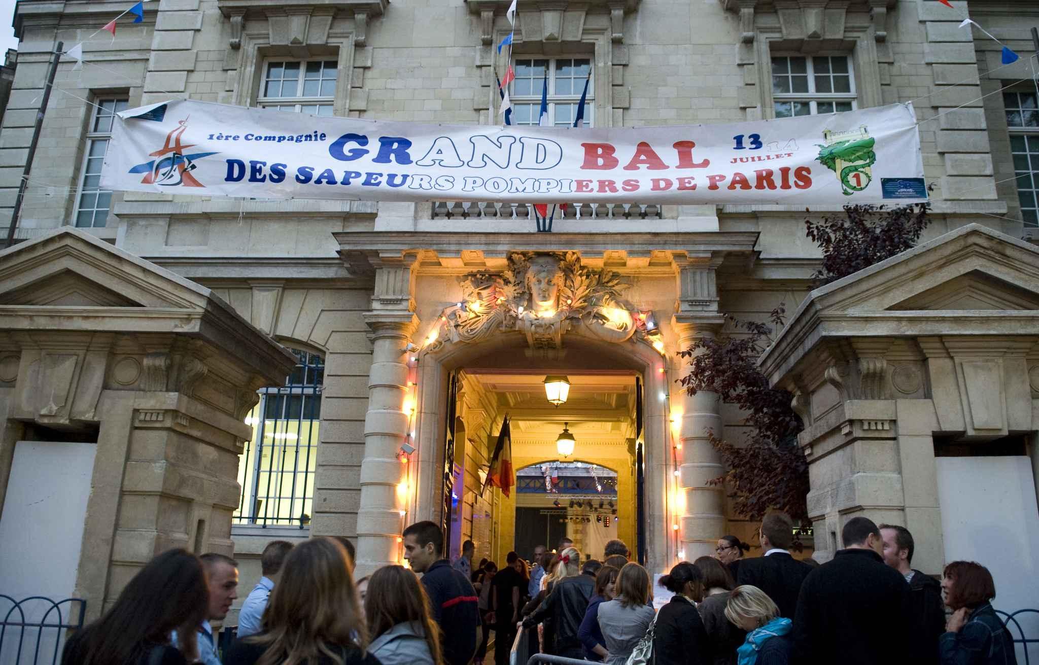 Paris quatre bons plans pour bien choisir son bal des for Biens atypiques paris