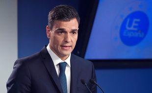 Le chef du gouvernement espagnol Pedro Sanchez tente un geste d'apaisement envers la Catalogne.