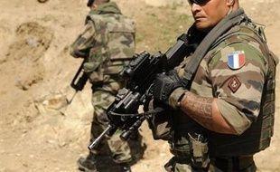 Dix soldats français ont été tués lundi dans des combats à 50 kilomètres de Kaboul, alors que les insurgés multiplient les attaques d'envergure à travers l'Afghanistan, en dépit de la présence de 70.000 soldats étrangers.