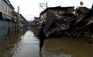 Une maison s'est effondrée en raison des inondations à Srinagar, au Cachemire indien le 14 septembre 2014