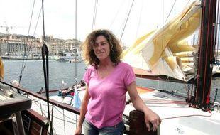 Florence Arthaud, tombée à la mer au large du Cap Corse où elle naviguait seule à bord de son voilier, dans la nuit de samedi à dimanche, a été récupérée par les secours en état d'hypothermie, a-t-on appris auprès de la préfecture maritime de la Méditerranée.