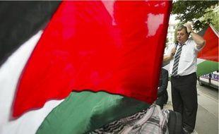 Près de 200 défenseurs de la cause palestinienne ont soutenu Bernard Genin hier au tribunal administratif.