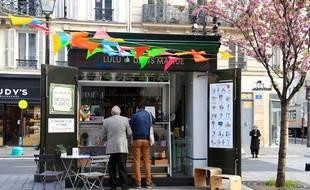 Objectif 100% écoco: tenter de trouver des petits jobs avec Lulu dans ma rue. Ici, le kiosque Saint-Paul, à Paris.