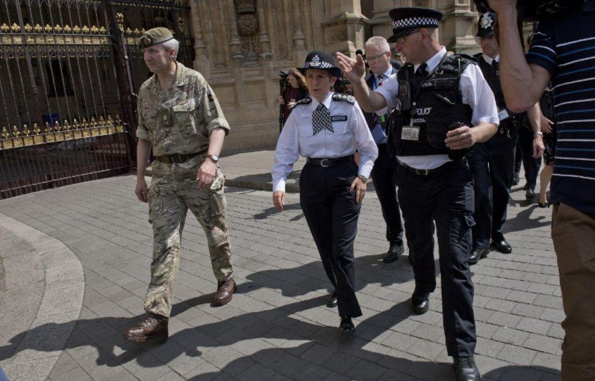 Cressida Dick, chef de la Scotland Yard,  l'inspecteur Mark Turner et le Général Ben Bathurst dirigent l'enquête sur l'attentat à Manchester, à Londres, le 24 mai 2017.   – Justin TALLIS / AFP