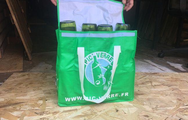 La société Pic'Verre fournit des sacs pour le ramassage du verre.
