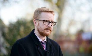Le député britannique Lloyd Russell-Moyle s'est emparé du sceptre royal lors d'une séance au Parlement.