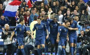 Les joueurs de l'équipe de France, lors de la victoire contre la Finlande, le 15 octobre 2013 au stade de France.