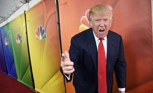 Donald Trump fait la promo du jeu The Apprentice, en 2015.