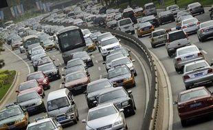 Des bouchons sur une autoroute proche de Pékin, en Chine, jeudi 2 août 2010.