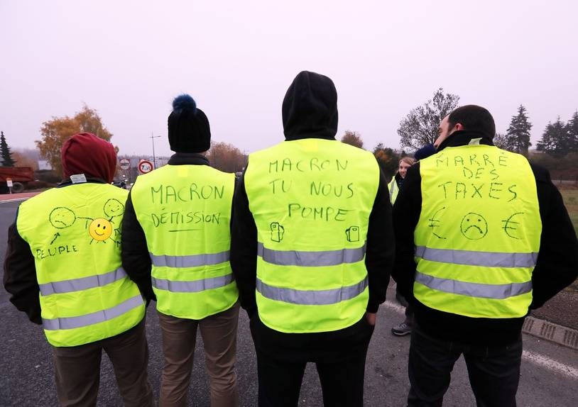 Blocage d Alencon par les gilets jaunes. Alencon , FRANCE -17/11/2018. The protest movement against fuel taxes, the Yellow Vests