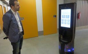 Le robot Keylo testé ici dans le dédale des box d'un centre de selfstockage.