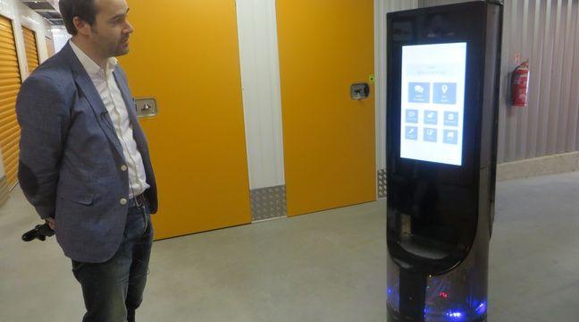 Le robot Keylo testé ici dans le dédale des box d'un centre de selfstockage. – H. Menal - 20 Minutes