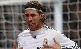 Le défenseur madrilène Sergio Ramos célèbre son but contre le FC Séville, le 6 mars 2010
