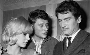 Johnny Hallyday et Sylvie Vartan avec Eddy Mitchell apres son concert au Golf Drouot à Paris en 1964.