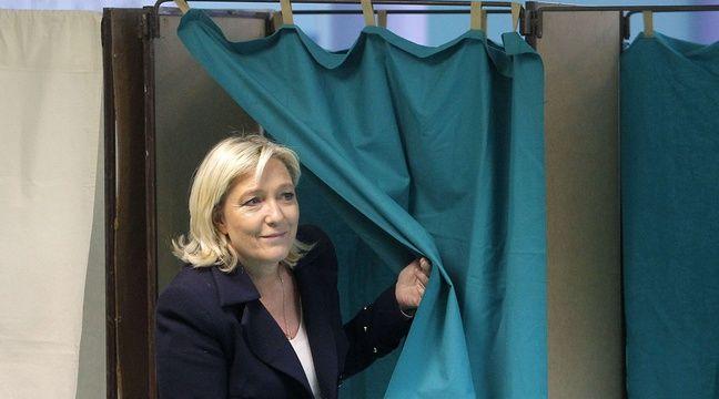 Marine Le Pen vote au second tour des élections départementales, le 29 mars 2015. –  Michel Spingler/AP/SIPA
