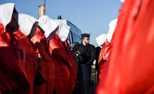 Des femmes protestent contre la fermeture de la maternité du Blanc, le 14 février 2019.