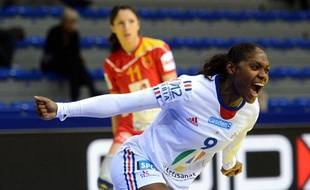 La Française Paule Baudouin, le 4 décembre 2012, enSerbie, contre la Macédoine, lors des championnats d'Europe de handball.