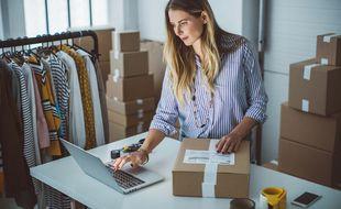 En plein essor depuis dix ans, l'e-commerce impose des mesures de rééquilibrage vis-à-vis des marchands traditionnels.