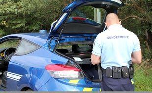 Illustration d'un contrôle routier de gendarmerie en Bretagne.
