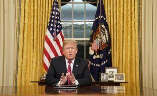 """Dans une allocution retransmise le 8 janvier, Donald Trump s'est montré inflexible à propos de la construction du mur à la frontière avec le Mexique, prolongeant ainsi le blocage administratif appelé """"shutdown""""."""