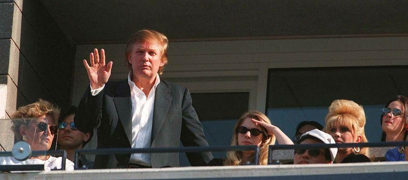 Donald Trump dans sa loge VIP à l'US Open en 1997.