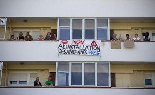 Les habitants du 21 rue Henry Martin à Nanterre (Hauts-de-Seine) se sont regroupés en amicale afin de s'opposer à l'installation de trois antennes relais Free, le 8 septembre 2013.