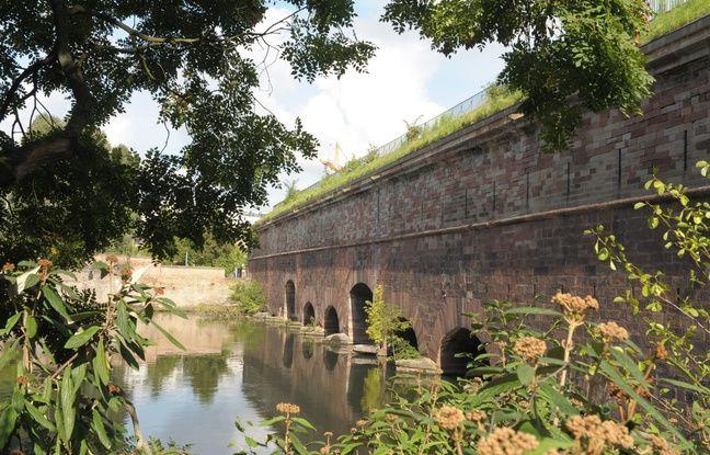 Les ponts couverts seraient un excellent point de départ des bateaux flottants pour visiter différents endroits de la ville autrement.