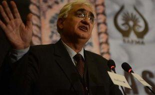 L'Inde a convoqué l'ambassadeur du Pakistan après la mort de deux soldats indiens tués par des troupes pakistanaises mardi près de leur frontière commune au Cachemire, a annoncé mercredi le ministère des Affaires étrangères.