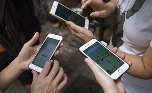 Pas vraiment une nouvelle : les étudiants sont accro à leur mobile.