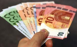 Illustration d'une liasse de billets d'euros.
