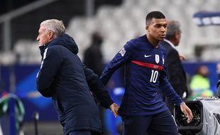 Kylian Mbappé et Didier Deschamps lors de France-Portugal le 11 octobre 2020.