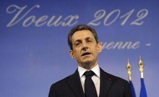 Nicolas Sarkozy s'est efforcé, lors d'un week-end en Guyane au cours duquel il a présenté ses voeux aux Français d'outre-mer, d'apparaître comme un président protecteur, évitant un duel à distance avec François Hollande, au moment même du grand oral du candidat PS au Bourget.