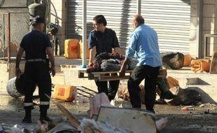 Le corps d'un Palestinien tué le 23 septembre 2014 à Hbron est emmené sur un brancars