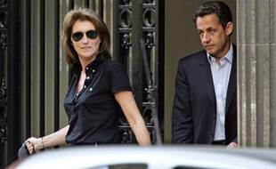 (FILES) In this file photo taken on April 22, 2007 then French right-wing UMP presidential candidate Nicolas Sarkozy (R) leaves his home with his wife Cecilia after casting his ballot at the Ile-de-la-Jatte in Neuilly-sur-Seine, near Paris. - Cecilia Attias, former wife of former president Nicolas Sarkozy, was employed part-time in 2002-2003 at the Assembly as a parliamentary assistant to the deputy of her husband, AFP learned on January 13, 2021 from Sarkozy's entourage, confirming information from Le Canard Encha�ne. (Photo by Thomas COEX / AFP)