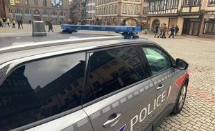 Illustration d'un véhicule de la policenationale dans Strasbourg.