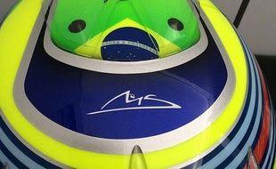 Le casque de Felipe Massa sur lequel sont inscrites les initiales de Michael Schumacher.