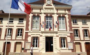 La mairie de Mantes-la-Ville, qui a basculé Front national aux élections municipales en mars 2014, le 4 juillet 2014.