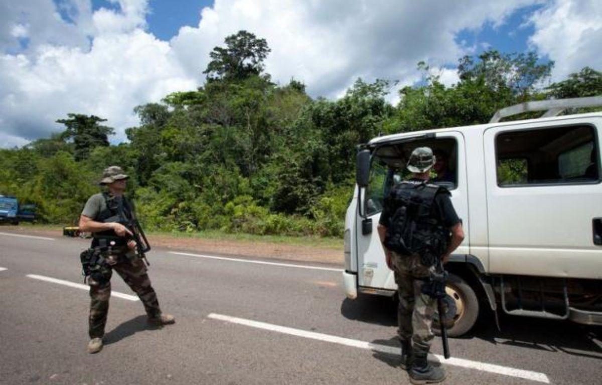 Le principal suspect de la mort de deux militaires français tués le 27 juin lors d'une opération contre des chercheurs d'or clandestins en Guyane, et deux de ses complices présumés, ont été interpellés vendredi dans le nord du Brésil, selon des sources policières. – Jerome Vallette afp.com